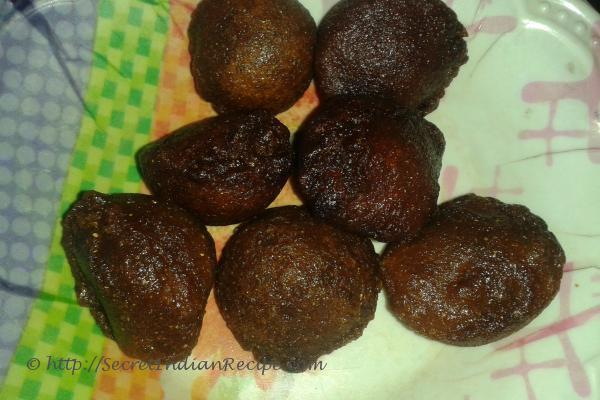 Unniappam (Deep fried rice and jaggery balls)