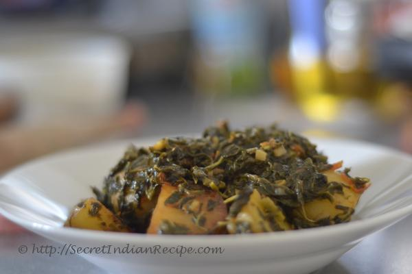 How to make Aloo Methi (Potatoes cooked with fenugreek leaves ...