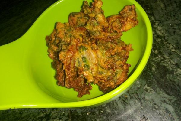 photo of methi na gota / methi pakora (fenugreek leaves fritters)
