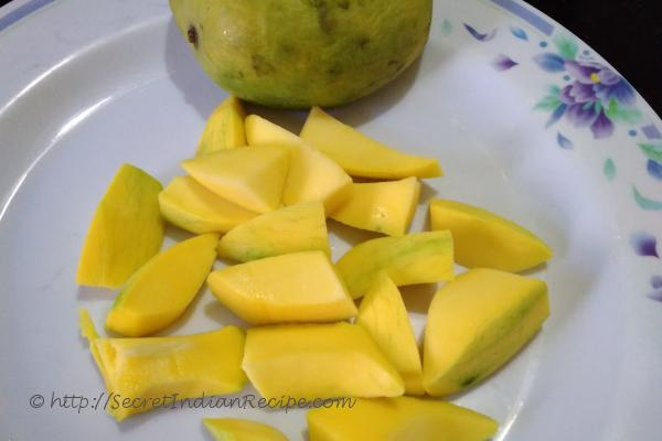 Peeled and cut mangoes