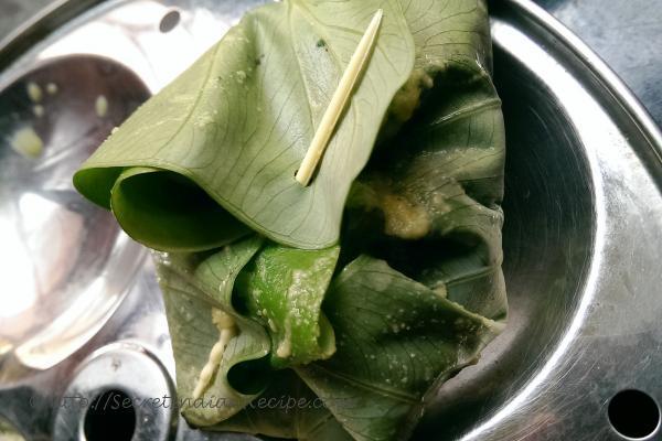 photo of patrani aloo wraps (steamed spicy potato in colcassia wraps)