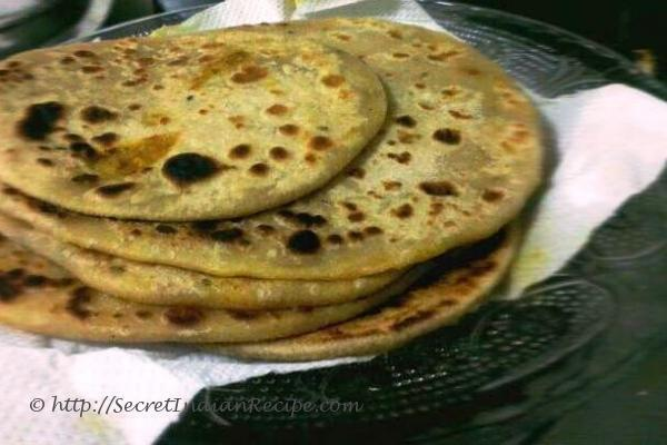 How to make Aloo Paratha (Indian bread with potato stuffing) - Indian ...