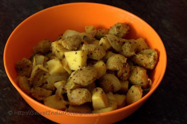 photo of soya kilanku poriyal (soya chunks and yam stir fry)