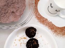 Balls with black rice powder