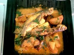 photo of begun tangra (brinjal and tangra fish curry)