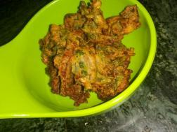 photo of methi na gota / methi pakora (fenugreek leaves fritters)