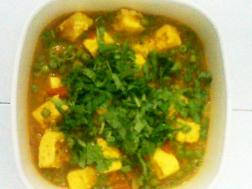 photo of matar paneer (peas and cottage cheese in tomato gravy)