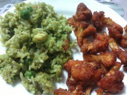 photo of palakpaneer pulav with cauliflower fritters