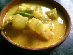 photo of lau  aar aloo malai curry (bottle gourd and potato in creamy coconut gravy)
