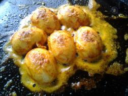 Varutha muttai - Spicy egg fry.