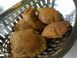 picture of Upwas Ki Poori ( Fluffy Indian fried bread prepared during fasting)