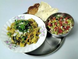 photo of diet khichadi (brown rice cooked with green mung beans & vegetables)