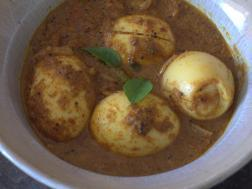 photo of varatharacha motta curry